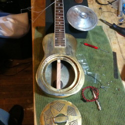Resonator ukulele Pickup install